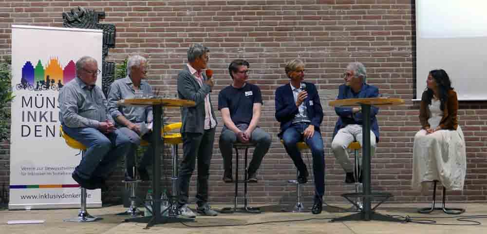 Zu sehen die Expertenrunde, anwesend sind: Prof. Dr. Hans Wocken, Lothar Sack, Holger Beller, Stefan Schemann, Prof. Dr. Christian Fischer, Christoph Strässer, Betül Karaboga